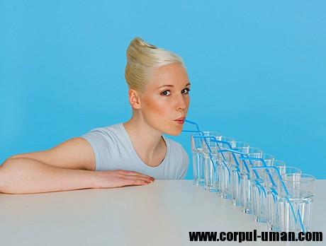 Cura de slăbire cu apă fiartă: cum slăbești 20 de kilograme în 21 de zile - Stiri Mondene