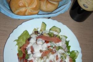 Salata cu somon afumat si iaurt